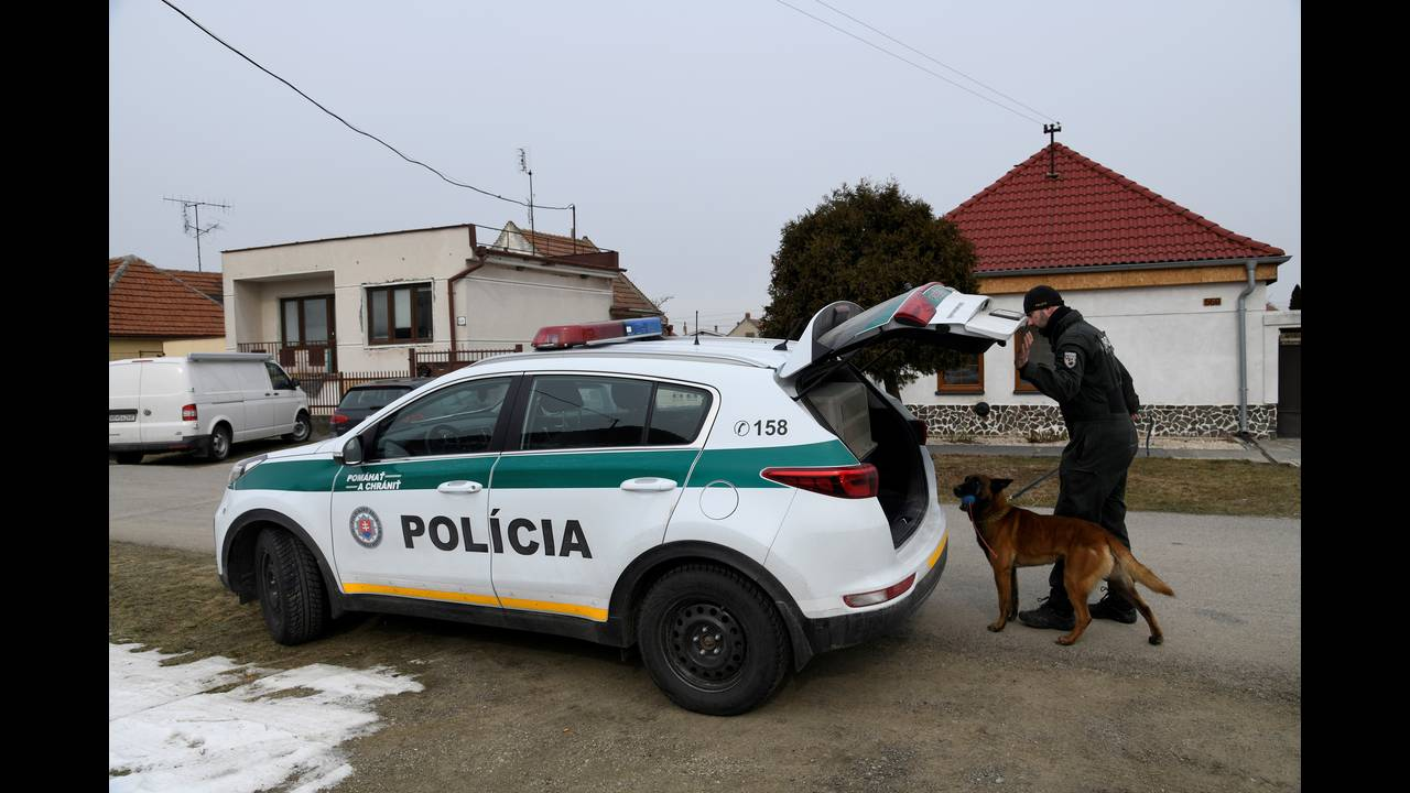 https://cdn.cnngreece.gr/media/news/2018/02/28/119577/photos/snapshot/2018-02-27T000000Z_312860455_RC193CB4E6D0_RTRMADP_3_SLOVAKIA-CRIME.JPG
