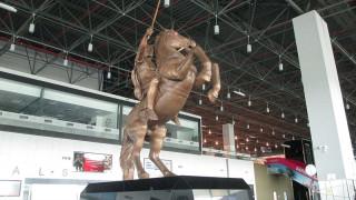 Αφαίρεσαν το άγαλμα του Μεγάλου Αλεξάνδρου από το αεροδρόμιο των Σκοπίων