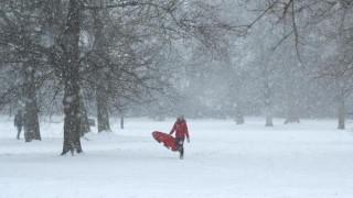 Σε «κόκκινο συναγερμό» το Λονδίνο λόγω της επέλασης του χιονιά