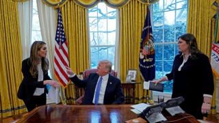 Χόουπ Χικς: Άδοξο τέλος στο «όνειρο» της διευθύντριας επικοινωνίας του Τραμπ