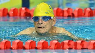 Ένας 99χρονος κολυμβητής κατέρριψε παγκόσμιο ρεκόρ στα 50 μέτρα ελεύθερο