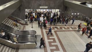 ΟΑΣΑ: Οδηγίες για το κλείσιμο των πυλών στο μετρό του Συντάγματος
