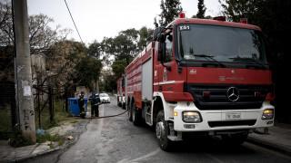 Φωτιά σε κτίριο της εφορίας στη Λάρισα