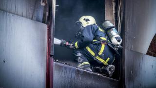 Υπό έλεγχο η πυρκαγιά σε κτίριο της εφορίας στη Λάρισα