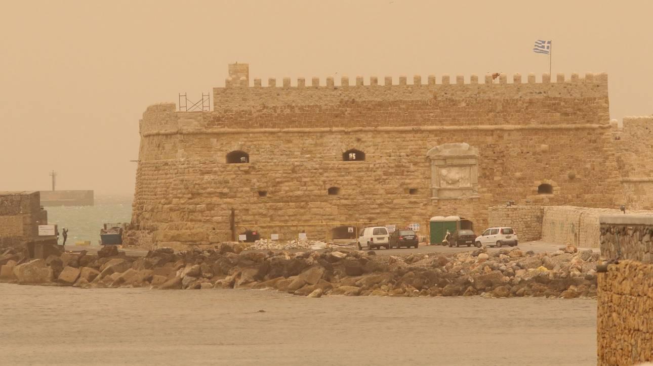 Περιοχές της Κρήτης «σκεπάστηκαν» από την αφρικανική σκόνη