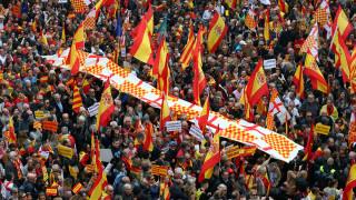 Μεγάλη διαδήλωση κατά της ανεξαρτησίας της Καταλονίας στη Βαρκελώνη