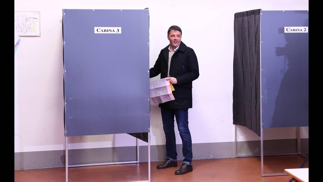 https://cdn.cnngreece.gr/media/news/2018/03/05/120193/photos/snapshot/2018-03-04T084931Z_961882503_RC1561BED190_RTRMADP_3_ITALY-ELECTION-RENZI.JPG