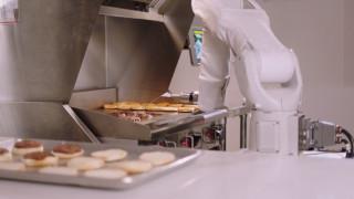 Flippy, το ρομπότ-ψήστης έπιασε δουλειά σε εστιατόριο φαστ φουντ στην Καλιφόρνια