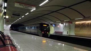 Νεκρός ο άντρας που έπεσε στις ράγες του μετρό στη Δάφνη