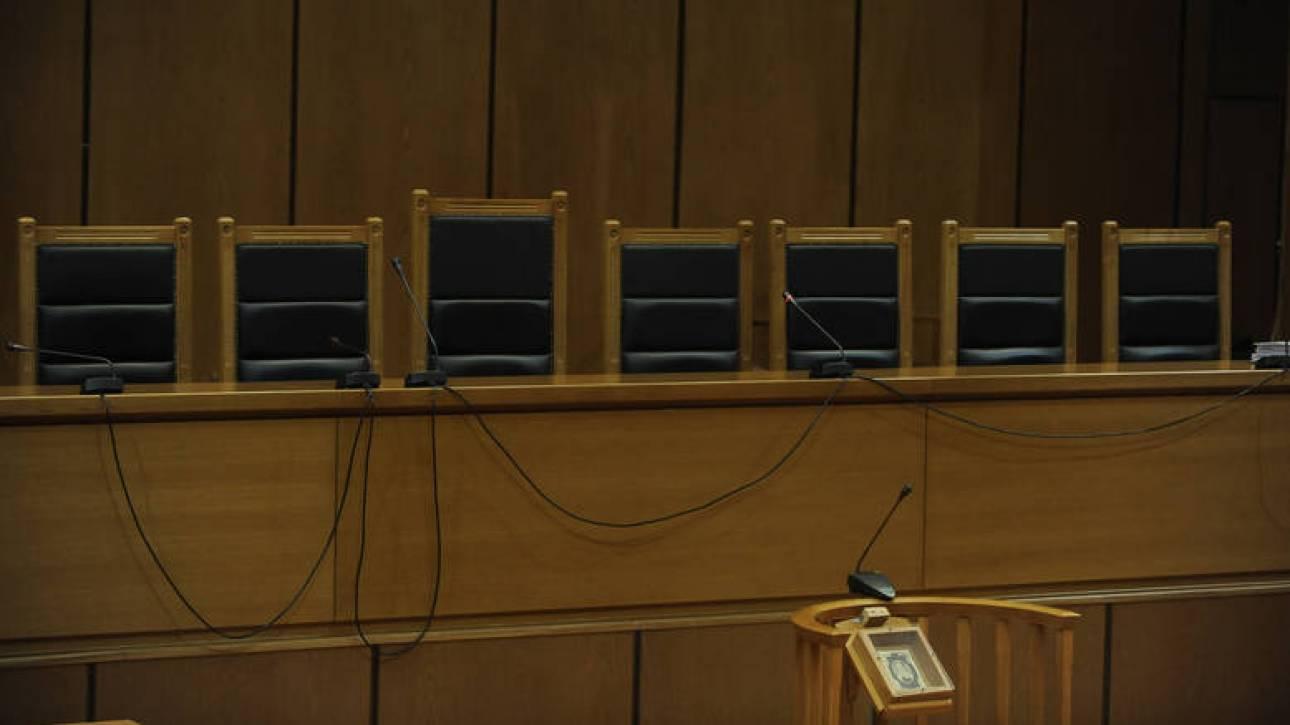 Αντισυνταγματικές οι περικοπές των συντάξεων δικαστών και εισαγγελέων