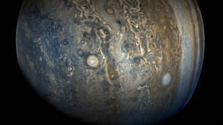 Το Juno ανακαλύπτει και... αποκαλύπτει τον πλανήτη Δία