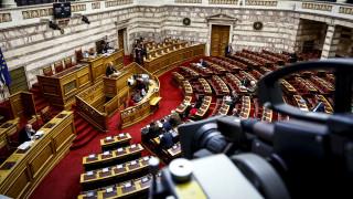 «Τρεις κι ο κούκος» στη Βουλή στη συζήτηση της πρότασης της ΝΔ για σύσταση Προανακριτικής