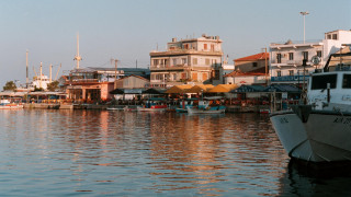 Οι κάτοικοι της Μυτιλήνης «έκοψαν» τα ψώνια στο Αϊβαλί