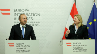Ίση μεταχείριση στην ενταξιακή πορεία της Τουρκίας στην ΕΕ ζητά ο Τσαβούσογλου