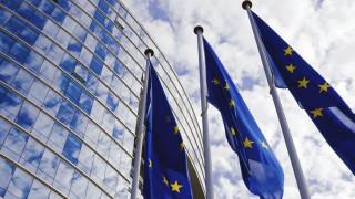 ΕΕ: Τα υψηλά πλεονάσματα, το δημογραφικό και το έλλειμμα παραγωγικότητας σκιάζουν το ελληνικό χρέος
