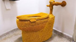 Άγνωστος «έντυσε» με χρυσή κλωστή τουαλέτα στο μουσείο Γκούγκενχαϊμ