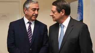 ΕΔΕΚ: Ο Αναστασιάδης δεν θα πρέπει να αποδεχτεί δείπνο με τον Ακιντζί