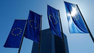 Μέτρα μείωσης των κινδύνων στον τραπεζικό τομέα εξετάζει η ΕΕ