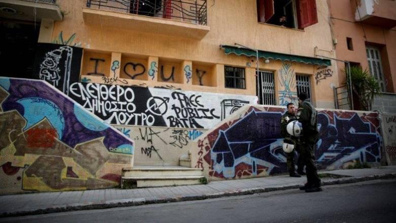 Αποκλειστικό: Αστυνομικές επιχειρήσεις σε καταλήψεις σε Εξάρχεια και Κουκάκι