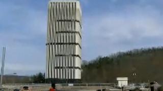 Ελεγχόμενη έκρηξη έκανε σκόνη το ψηλότερο κτίριο στο Κεντάκι