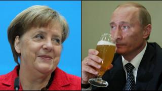 Πώς η μπύρα «ενώνει» Άνγκελα Μέρκελ και Βλαντιμίρ Πούτιν