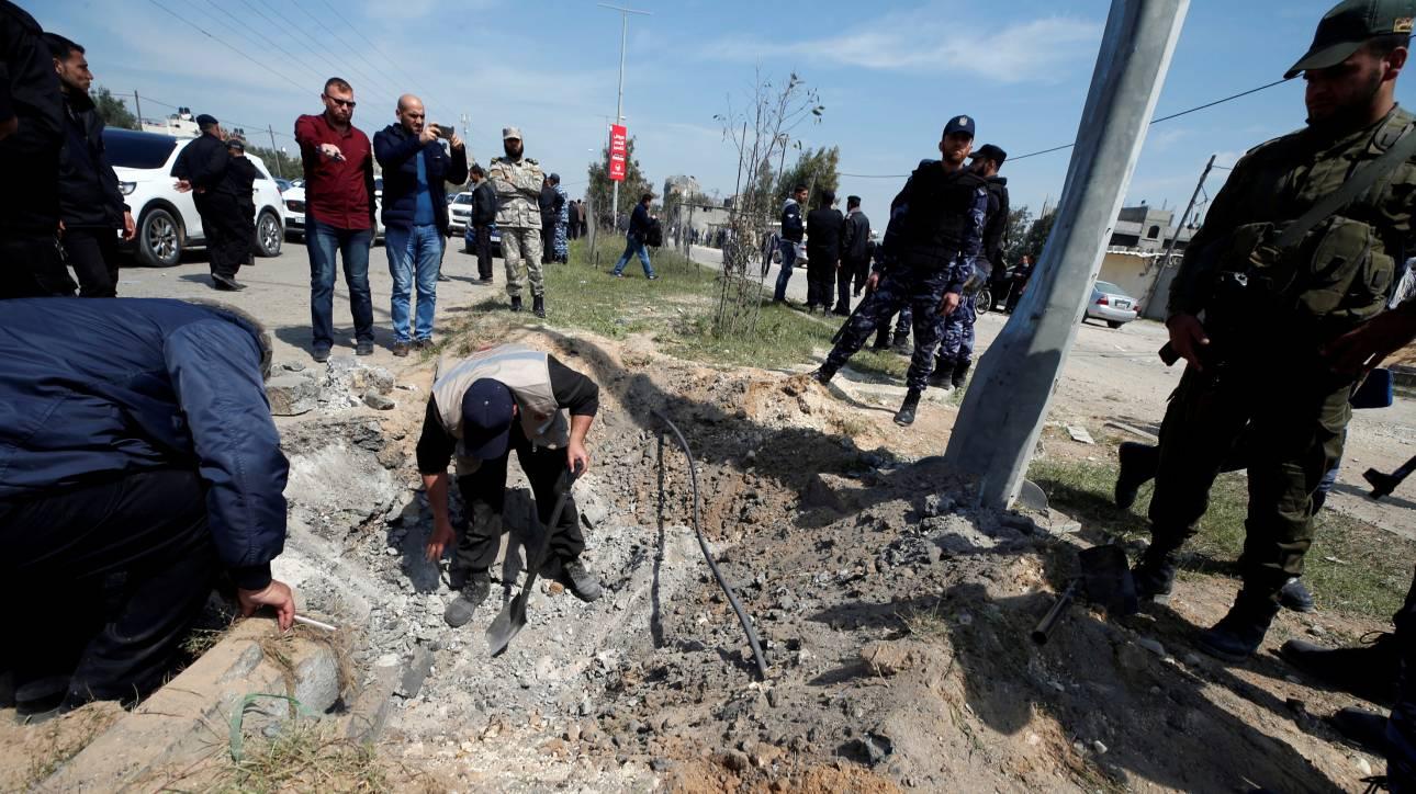 Έκρηξη σε αυτοκινητοπομπή που μετέφερε τον Παλαιστίνιο πρωθυπουργό στη Λωρίδα της Γάζας