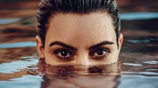 Κιμ Καρντάσιαν: η νέα συνέταιρος της Μαντόνα αναδύεται στο ELLE