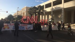 Διαμαρτυρία στη ΓΑΔΑ για τις συλλήψεις έξω από συμβολαιογραφικό γραφείο