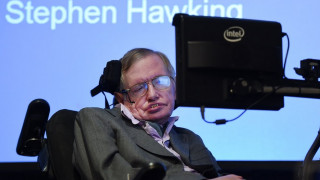 «Απύθμενο χιούμορ όπως το σύμπαν»: Ο ακαδημαϊκός και καλλιτεχνικός κόσμος τιμά τον Στίβεν Χόκινγκ