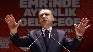 Ερντογάν: Έχουμε κακούς γείτονες, γι' αυτό παράγουμε όπλα