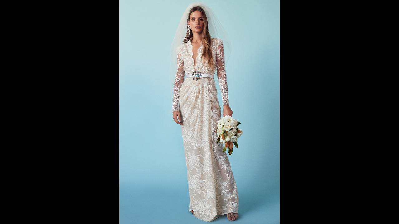 https://cdn.cnngreece.gr/media/news/2018/03/15/121696/photos/snapshot/FORWARD-Wedding-Dresses-Lookbook02.jpg