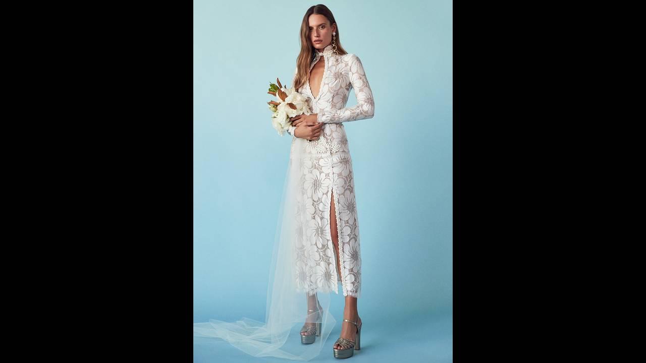 https://cdn.cnngreece.gr/media/news/2018/03/15/121696/photos/snapshot/FORWARD-Wedding-Dresses-Lookbook03.jpg