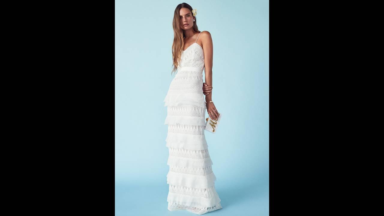 https://cdn.cnngreece.gr/media/news/2018/03/15/121696/photos/snapshot/FORWARD-Wedding-Dresses-Lookbook07.jpg