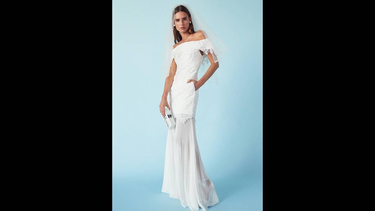 https://cdn.cnngreece.gr/media/news/2018/03/15/121696/photos/snapshot/FORWARD-Wedding-Dresses-Lookbook08.jpg