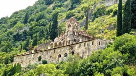 Οι δέκα εντυπωσιακότερες μεσαιωνικές πόλεις με τείχος - Ανάμεσά τους και ο Μυστράς