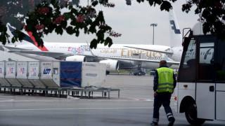 Αεροσυνοδός βρήκε τραγικό θάνατο όταν έπεσε από την έξοδο κινδύνου αεροσκάφους