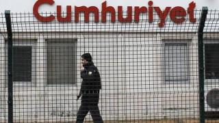 Τουρκία: Ποινές κάθειρξης για τους συνεργάτες της Cumhuriyet ζήτησε ο εισαγγελέας