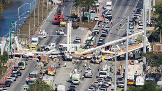 Κατάρρευση πεζογέφυρας στο Μαϊάμι, έξι μέρες μετά την κατασκευή της