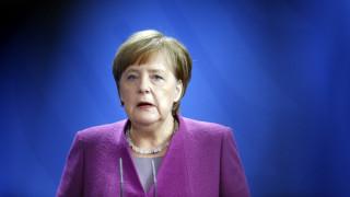 Μέρκελ: Οι μουσουλμάνοι που ζουν εδώ και η θρησκεία τους είναι μέρος της Γερμανίας