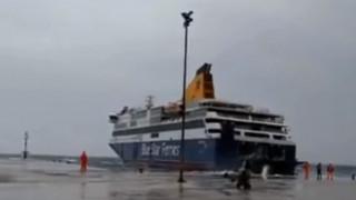 Η «μάχη» του Blue Star Delos για να δέσει στο λιμάνι της Τήνου