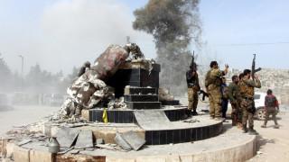 Η Τουρκία θριαμβολογεί και αποκαθηλώνει τα σύμβολα των Κούρδων