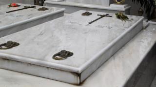Κρήτη: Στον οικογενειακό τους τάφο βρήκαν… θαμμένο κι έναν άγνωστο