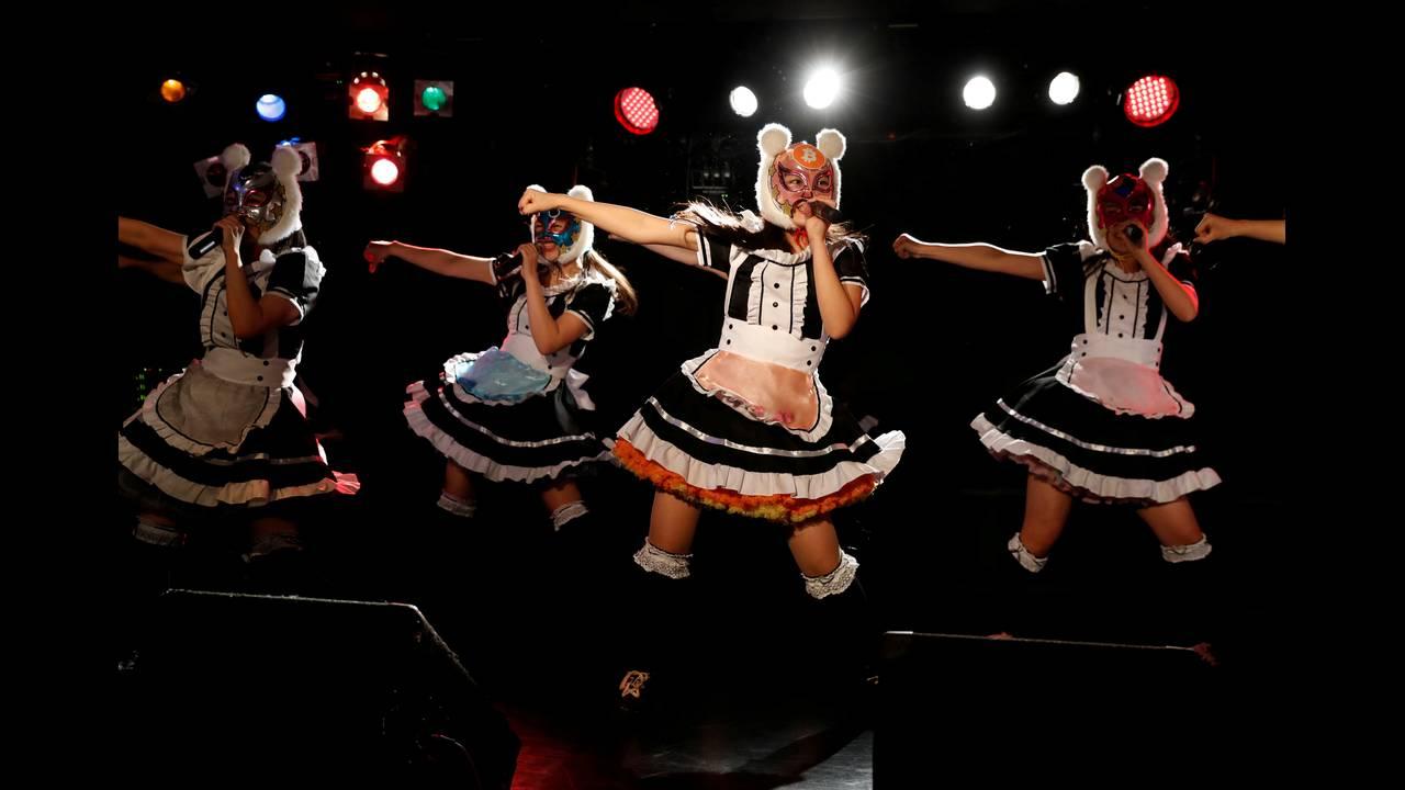 https://cdn.cnngreece.gr/media/news/2018/03/19/122177/photos/snapshot/2018-01-12T092511Z_2013072827_RC1326B279F0_RTRMADP_3_JAPAN-CRYPTOCURRENCY-GIRLBAND.JPG
