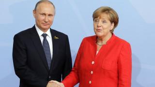 Μέρκελ προς Πούτιν: Πρέπει να συνεχιστεί ο διάλογος για να βρούμε βιώσιμες λύσεις
