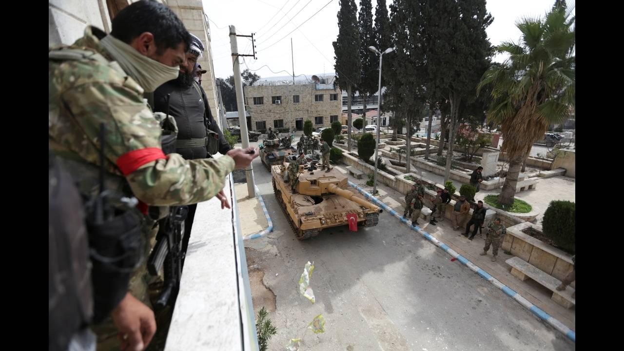 https://cdn.cnngreece.gr/media/news/2018/03/20/122291/photos/snapshot/2018-03-18T091815Z_974242081_RC1F73054CB0_RTRMADP_3_MIDEAST-CRISIS-SYRIA-TURKEY.JPG