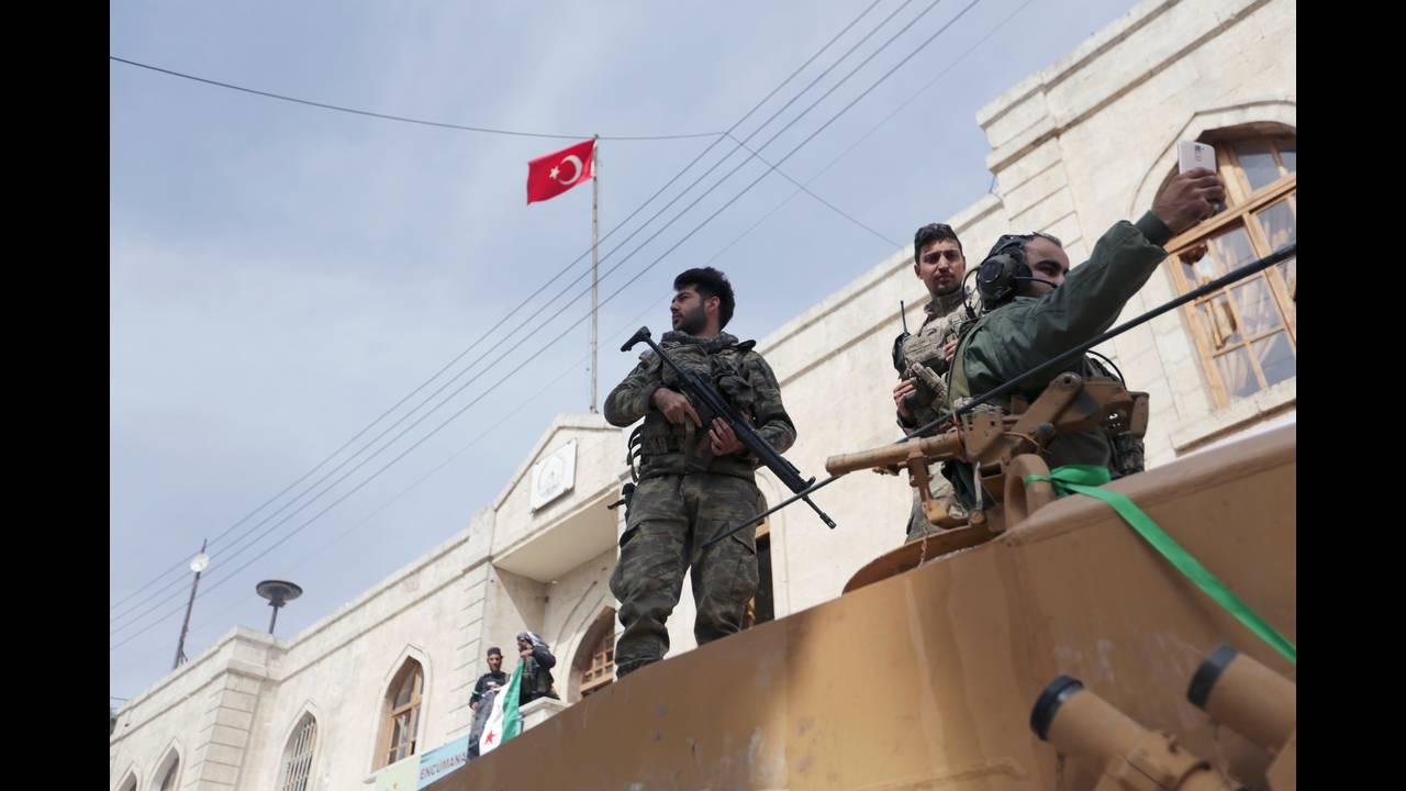 https://cdn.cnngreece.gr/media/news/2018/03/20/122291/photos/snapshot/2018-03-18T092101Z_1003887304_RC1526525050_RTRMADP_3_MIDEAST-CRISIS-SYRIA-TURKEY.JPG