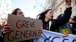 Η «μαύρη Πέμπτη» της Γαλλίας: Μεγάλη απεργία και τεστ αντοχής για Μακρόν