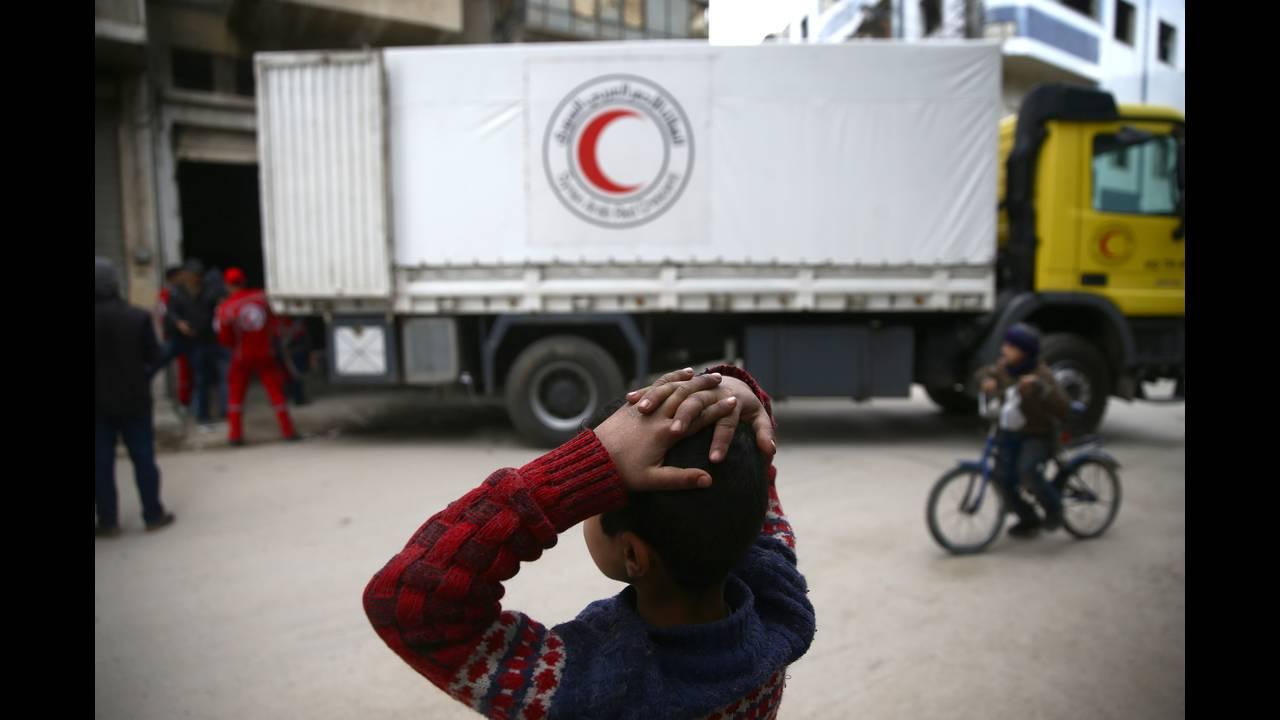 https://cdn.cnngreece.gr/media/news/2018/03/22/122648/photos/snapshot/2018-02-14T201029Z_1418012066_RC144BBFB470_RTRMADP_3_MIDEAST-CRISIS-SYRIA-CONVOY.JPG