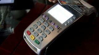 Διπλασιάστηκαν και το 2017 οι συναλλαγές με κάρτες