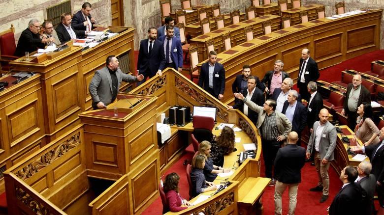 Βουλή: Άγριο επεισόδιο από βουλευτές της Χρυσής Αυγής